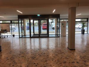 817 300x225 - Sicherheitsmarkierungen an einem Gymnasium im Sauerland