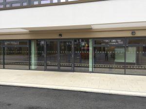 827 300x225 - Sicherheitsmarkierungen an einem Gymnasium im Sauerland